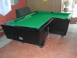 Billiardtisch in L-Form